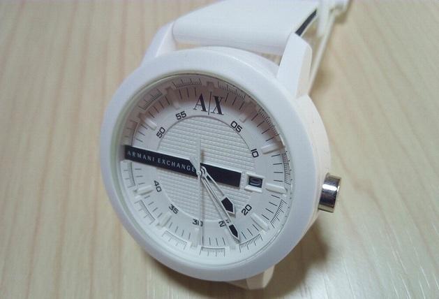 白のアルマーニエクスチェンジ腕時計