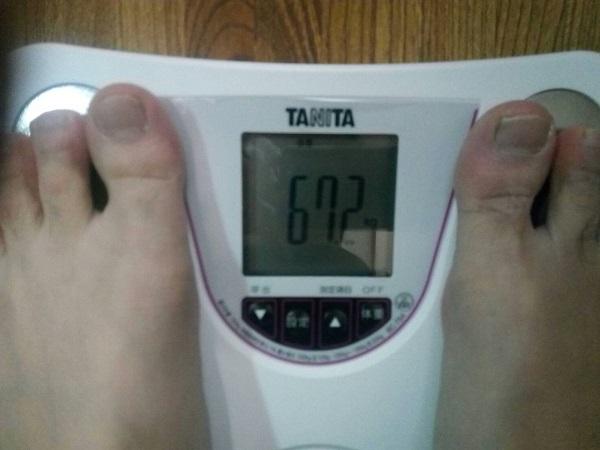TANITA・BC-754-WH体重を測る
