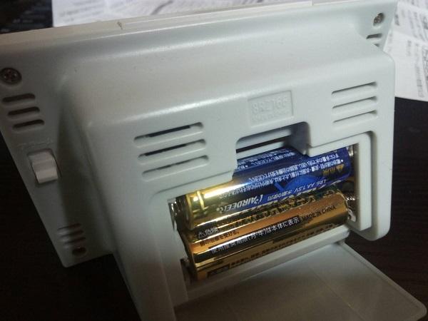 8RZ166SR03は単三乾電池2本で動きます
