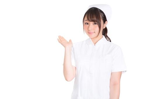 ポーズをとる看護婦