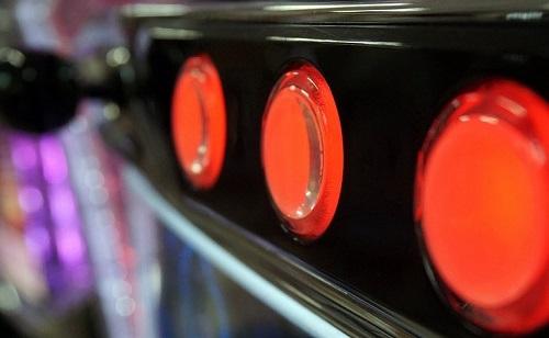 パチスロのレバーとボタン