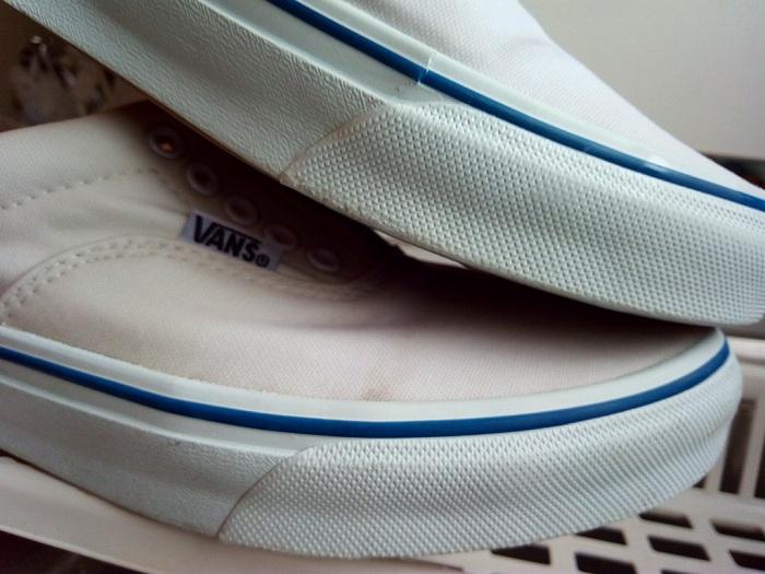 白くなったスニーカーの側面