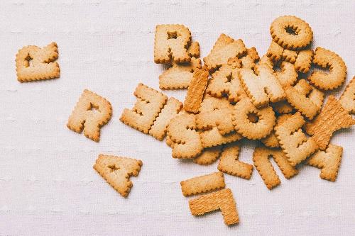 アルファベットの形をしたクッキー