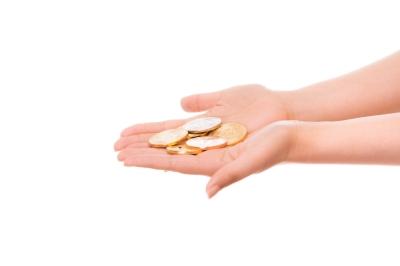 両掌にいっぱいのコイン