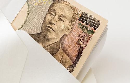 封筒に入れられる1万円札