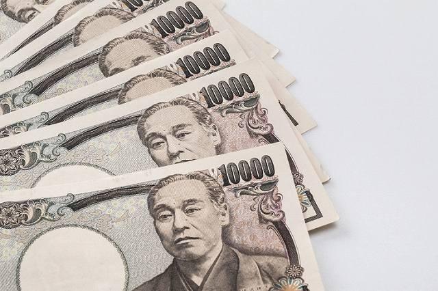 並べられた1万円札