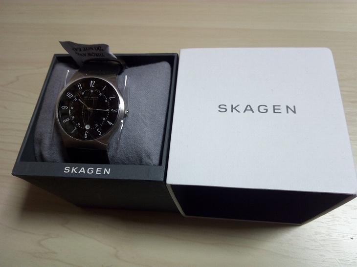 スカーゲンの腕時計と箱