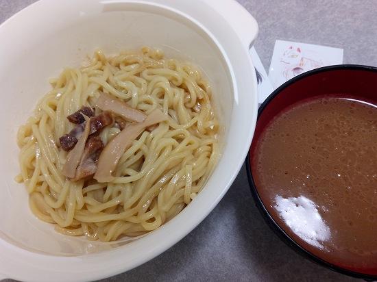 レンジでチンした炙り焼豚の極太つけ麺の写真