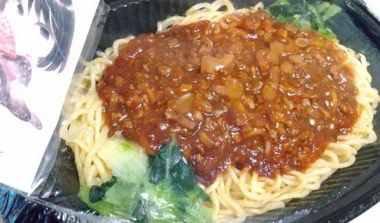 濃厚肉味噌ジャージャー麺の商品と天狗宇