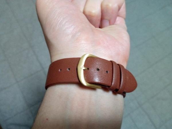 実際に手首にLagom Watcheの腕時計を身に着けた写真