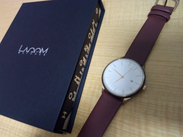 Lagom Watcheの箱と腕時計