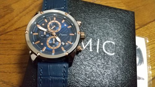 GC001の腕時計本体と箱