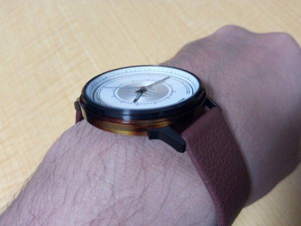 SJO腕時計の斜めからの写真