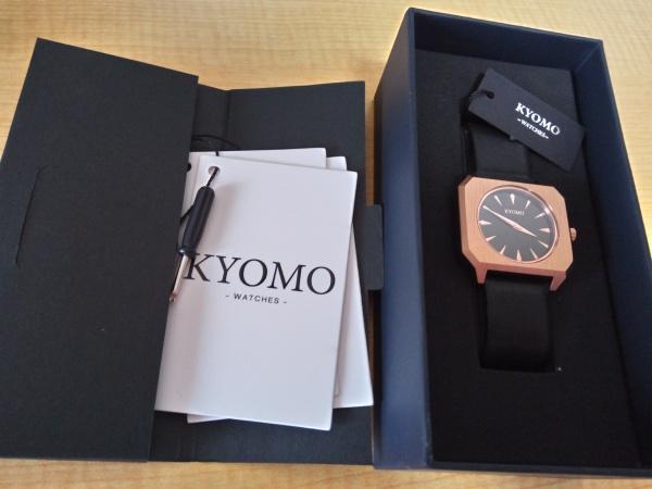 腕時計KYOMOの箱と中身