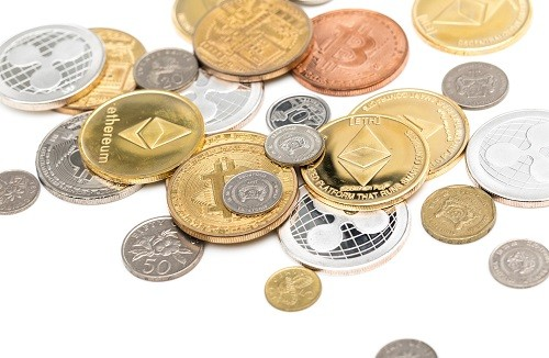 散らばっている小銭とコイン